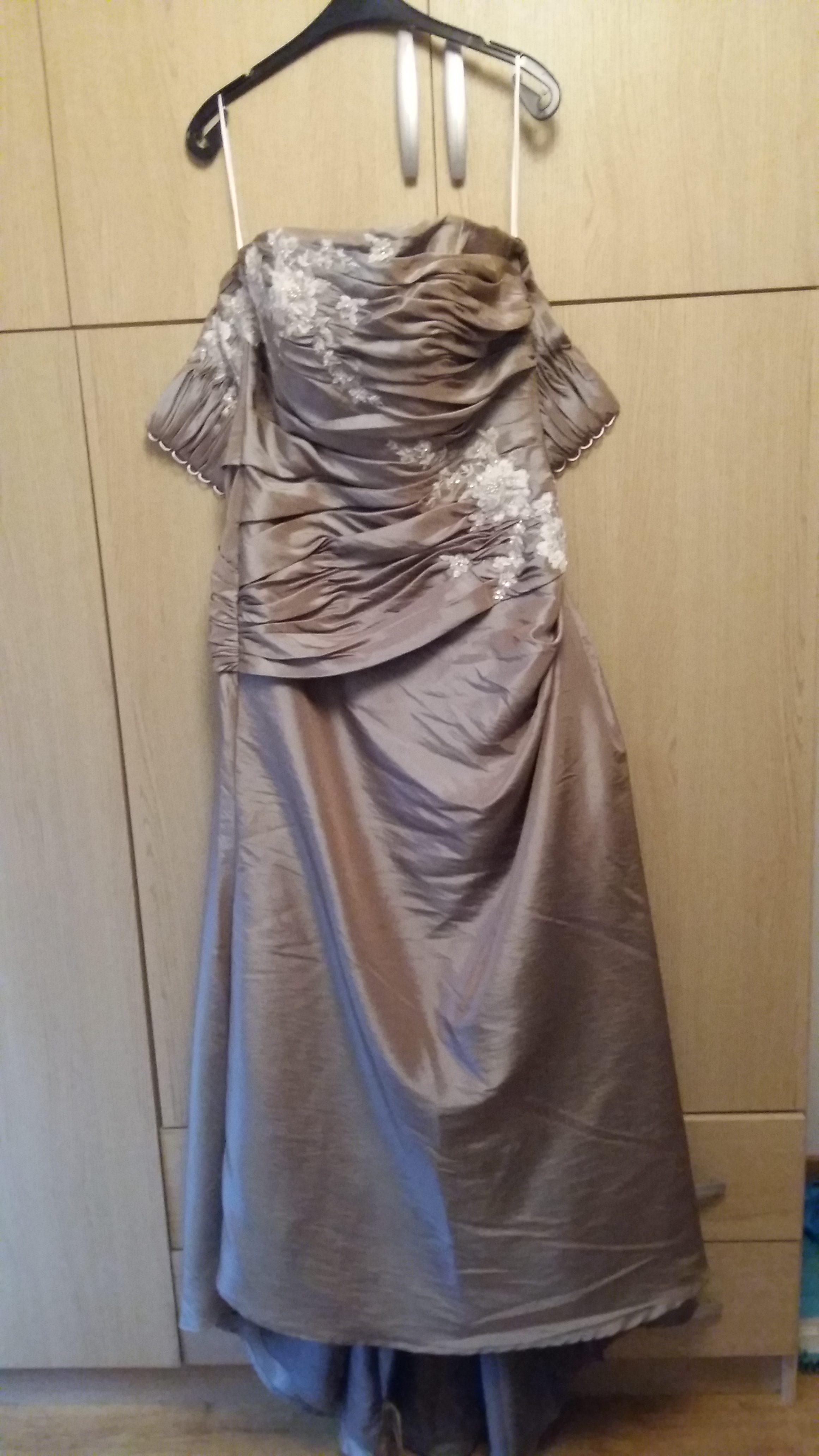 Robe de mariée en taffetas brodé