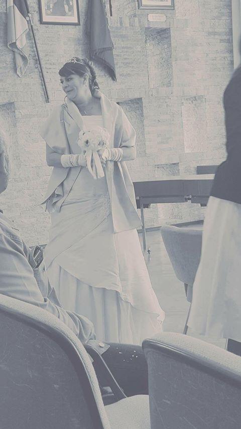 Robe de mariée beige dorée