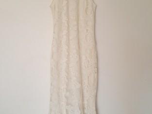 Robe de mariée sans manches à broderies & col montant