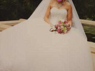 Magnifique robe de mariée bustier perlé et dentelle