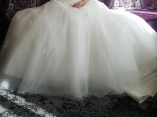 Robe de mariée cintrée, en dentelle…