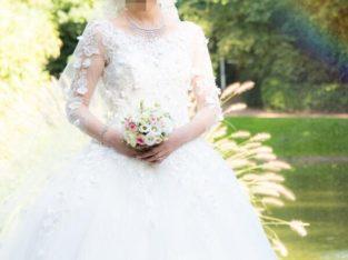 Une robe magnifique de mariée en dentelle à vendre