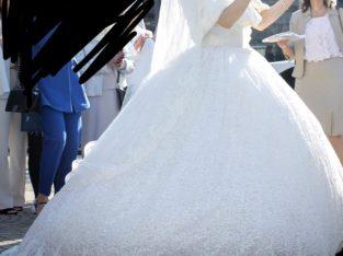 Magnifique robe scintillante de mariée
