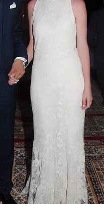 Vends robe de mariée d'été sans manches/col montant/broderies