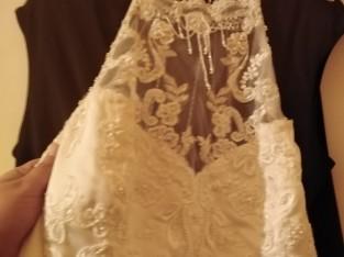 Robe perlé col raz de coup perlé longue traîne