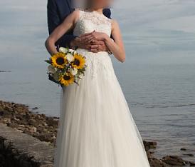 Robe de mariée longue, bustier en dentelle et jupe en tulle souple taille 36