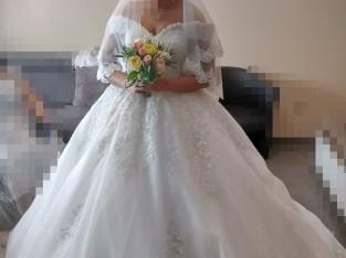 Robe mariée manches bardot princesse avec strass