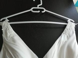 Robe de mariée + jupon + guépière + escarpins