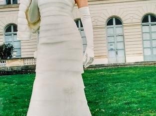 Élégante robe de mariée ivoire en organza de chez Hervé Mariage, pour femme simple.