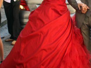Robe de mariée rouge foncé