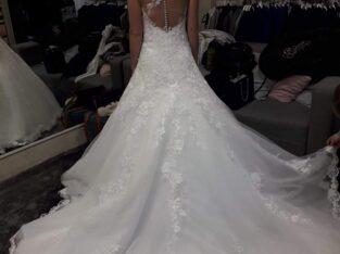 Robe de mariée jamais portée sauf pour les retouch