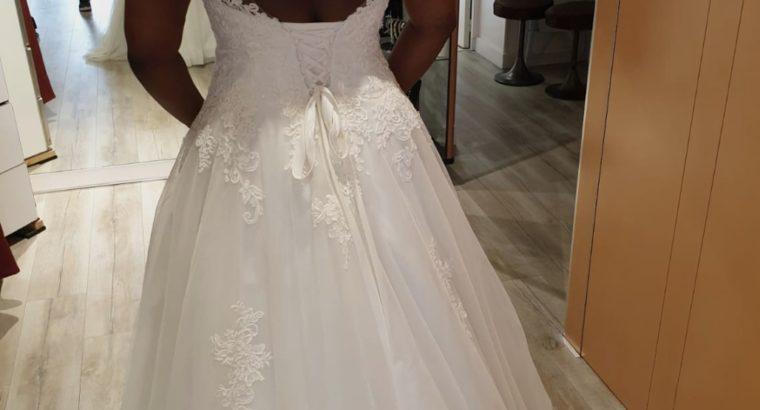 Magnifique robe de mariée type romantique neuve